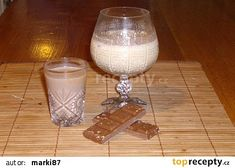 Vaječný likér 8x jinak recept - TopRecepty.cz Hurricane Glass, Glass Of Milk, Alcoholic Drinks, Smoothie, Tableware, Food, Dinnerware, Tablewares, Essen