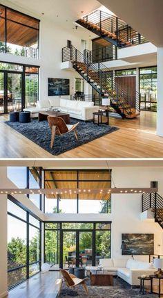Este residencia bastante moderna utilizan la doble altura a su favor, ya que no solo logran aprovechar la iluminación sino que combinan los materiales y la paleta de colores para que todo el espacio sea mas homogeneo sin distinción entre afuera y adentro.