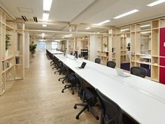 1→10design 京都オフィス with Herman Miller Aeron chairs