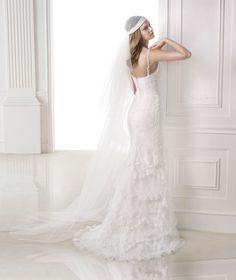 Pronovias presents its V-2815 bridal veil. | Pronovias