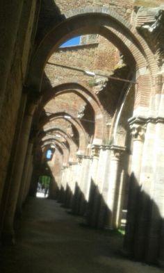 San Gargano dove la fantasia supera la realtà.  Dove la storia illumina questo luogo.  Dove un Cavaliere si è donato a DIO