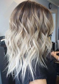 Looking for best blonde hair colors and blonde hair highlights to show off in 2018? Dont search any more and see here the most sensational looks of rooty blonde hair colors to make you look more stunning and cute. Women who are searching for best styles of hair colors are advised to see here the cutest blonde shades.