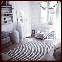 barnrum / kidsroom in black and white / Scandinavian details