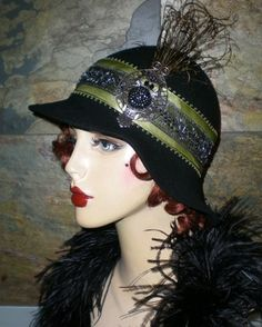 Vintage black beaded embroidered flapper girl cloche hat with Marcasite owl feathers. Flapper Hat, Flapper Style, Vintage Hats, Vintage Outfits, Vintage Fashion, 1920s Hats, Owl Feather, Mode Costume, Bonnet Hat