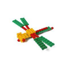 Стреколёт – древнейшее летательное средство планеты Фанкластик. Используется в качестве личного транспорта или летающего такси, в хвостовой части имеет патрубок для заправки топливом в воздухе. Роботы и Монстрики могут летать на Стреколёте стоя, сидя и даже лёжа, используя для управления выступающие вбок носовые ручки-рулёжки. Установленный вертикально носом вниз, может служить дорожным знаком. #фанкластик #наборминикрафтика #купить #fanclastic #конструктор #игрушка