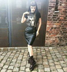 Forget The Stores, Try These Gothic Shopping Tips Hipster Grunge, Grunge Goth, Hipster Outfits, Gothic Outfits, Fashion Outfits, Dark Fashion, Gothic Fashion, Vintage Fashion, Mode Rockabilly