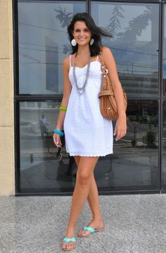 dress Sartore, bag Guess, sandals Raphella Booz, necklace and bracelets JC Penny from New York, sunglasses Ray Ban