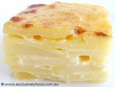 A rich, creamy sauce oozes from between layers of tender potato slices in this cheese-topped potato bake. We like to use desiree potatoes . Side Recipes, Great Recipes, Favorite Recipes, Veg Recipes, Dinner Recipes, Creamy Potato Bake, Baked Potato, Everyday Dishes, Easy Eat