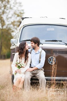 Phillip & Jenni | Vintage VW Engagements! » Project Life Photography