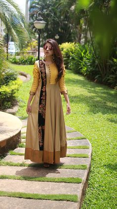 Indian Attire, Indian Wear, Pakistani Outfits, Indian Outfits, Salwar Pattern, Evan, Kurta Style, Casual Dresses, Fashion Dresses