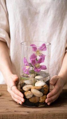 Creative Flower Arrangements, Ikebana Flower Arrangement, Ikebana Arrangements, Flower Vases, Floral Arrangements, House Plants Decor, Plant Decor, Arreglos Ikebana, Diy Crafts For Home Decor