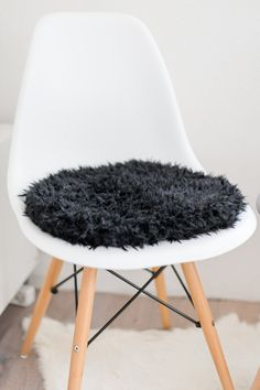 stuhlkissen f r eames chair in hellgrau limitiert sarah pinterest sitzauflagen auf der. Black Bedroom Furniture Sets. Home Design Ideas