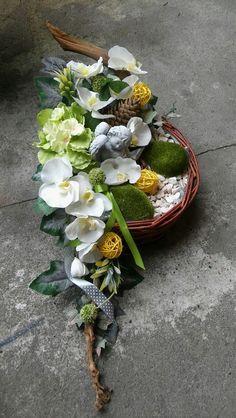 Funeral Floral Arrangements, Easter Flower Arrangements, Easter Flowers, Beautiful Flower Arrangements, Flower Centerpieces, Flower Decorations, Deco Floral, Arte Floral, Cemetary Decorations