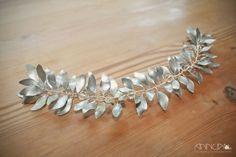 AnnuA tocados y complementos para novias, invitadas, bodas y fiestas Diy Jewelry, Vines, Brooch, Crown, Bracelets, Gold, Hair, Head Bands, Silver