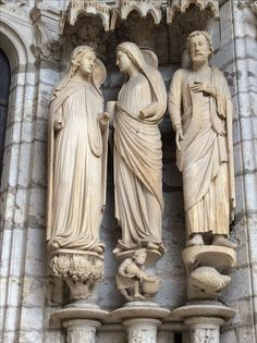 Chartres, northern portal, Visitation