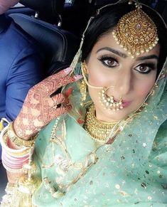 Beautifull Punjabi Bride with oversized maangtikka DM for pic credits Wedding Day Wedding Planner Your Big Day Weddings Wedding Dresses Wedding bells Indian Bridal Outfits, Indian Bridal Makeup, Indian Bridal Wear, Indian Dresses, Bridal Dresses, Shadi Dresses, Indian Suits, Pakistani Outfits, Indian Wear