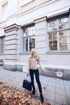 LOVISA BARKMAN Jag är en målmedveten tjej som älskar att inspirera och sätta tankar och ideer i bilder och ord. I min blogg hittar ni allt från bilder från min vardag (jag alltid tycker man ska sätta guldkant på), mode, texter, tankar, resor. Kontakt: lovissabarkman@hotmail.com