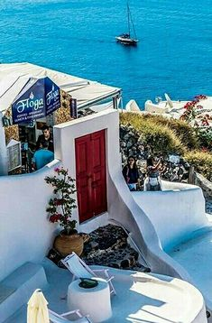 White Building, Santorini, Amazing Places, Beaches, The Good Place, Travel Destinations, Greece, Buildings, Freedom