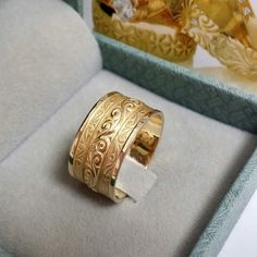 A unique Art-deco engraved band ready and done to be as romantic and beautiful in reality as in all her pictures. This beauty is real! Mens Gold Band, Gold Bands, Wedding Men, Wedding Bands, Art Deco Style Weddings, Gold Ring Designs, Wide Rings, Anniversary Bands, Gold Engagement Rings