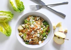 Keine Lust mehr auf Kantine oder Lieferdienst? Das verstehen wir gut, unsere neue Serie Office Lunch hilft euch dabei. Heute mit Quinoa-Salat.