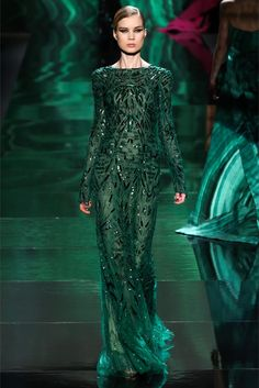 Monique Lhuillier shows #Emerald dresses at the #runway show. #coloroftheyear