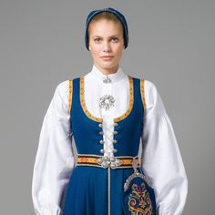 Folk Clothing, Historical Clothing, Norwegian Christmas, Medieval Dress, Folk Costume, People Dress, Elegant Woman, Dance Costumes, Traditional Dresses