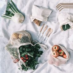 16 Eco-Stylish Reusable Bags, Water Bottles, Coffee Cups and Other Zero Waste Essentials Embarking on your plastic-free sustainable lifestyle journey but want to do so in style? Check out these eco stylish range of zero waste essentials. Zero Waste, Plastik Recycling, Dessert Stand, Produce Bags, Sustainable Living, Sustainable Food, Coffee Cups, Coffee Latte, Sustainability