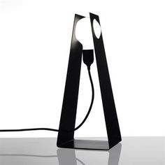 Glasgow in black is an elegant table lamp made of white lacquered aluminium. From the Swedish company Bsweden. Design by David Taylor.