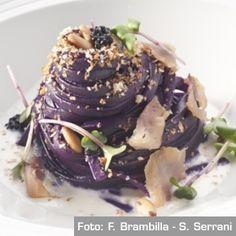 Linguine cotte all'estratto di cavolo rosso, burrata, aringa, pinoli e crescione - Chef #AndreaAprea
