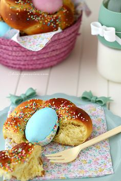 Brioche di Pasqua #Easter #Italian #Sweets #typical #Eggs #Decorate