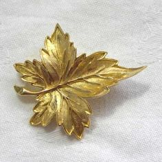 Sycamore Maple vintage leaf brooch by Sphinx 1970s Detailed gold tone in the shape of a leaf It looks to be inspired by a Sycamore or Sycamore Maple