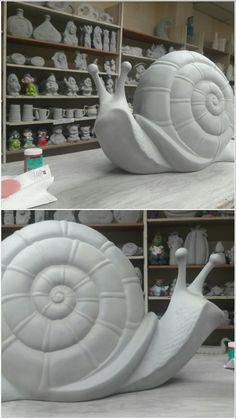 Snail Hand Built Pottery, Slab Pottery, Ceramic Pottery, Clay Art Projects, Ceramics Projects, Sculptures Céramiques, Sculpture Clay, Ceramic Animals, Clay Animals