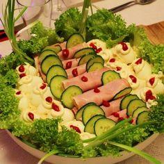 Egy finom Kaszinótojás franciasalátával és brindzás sonkatekerccsel ebédre vagy vacsorára? Kaszinótojás franciasalátával és brindzás sonkatekerccsel Receptek a Mindmegette.hu Recept gyűjteményében! Zucchini, Appetizers, Vegetables, Easy, Food, Appetizer, Essen, Vegetable Recipes, Meals