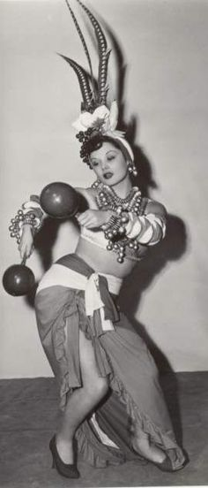 Mujer cubana baila.