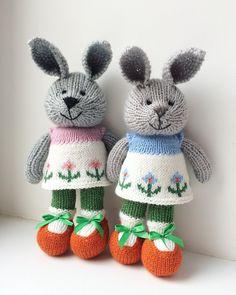 Зайки мои! Обе в наличии 1200₽ без учёта доставки Стоят и сидят с опорой Можно стирать на деликатном режиме Игрушки не теряют формы #desire_sale #desire_близнецы #зайка #rabbit #knittinginspiration #knitwear #knittingtoys #handmade #подарок #слюбовью #ручнаяработа #интерьернаякукла