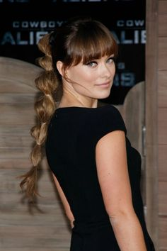 To recreate Olivia Wilde's cool take on a classicpony, pull yourhair up at the crown of your head and secure it with a clear elastic band. Next,section off 1.5-inchsections with clearelastics all the waydown your ponytail. Then, pouf out each section of hair bygently pulling on itto create thebubble effect.   - Cosmopolitan.com