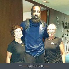 Nuestras compañeras Pilar y Sonia junto al jugador de la selección estadounidense James Harden, en el Silken Gran Hotel Domine Bilbao. http://www.hoteles-silken.com/hoteles/gran-hotel-domine-bilbao/