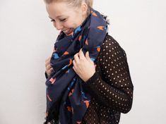 Kostenlose Nähanleitung: Großes Tuch mit Fransen in 10 Minuten / diy sewing tutorial: big triangle scarf, easy diy for beginners via DaWanda.com