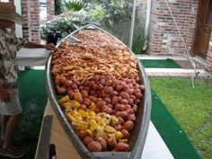 Louisiana shrimp boil with potatoes and corn in a boat Shrimp Boil Party, Seafood Party, Fish And Seafood, Low Country Boil, Bayou Country, Cajun Boil, Seafood Recipes, Cooking Recipes, Tagine Recipes