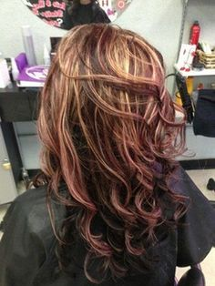 Chocolate Red Hair Color With Highlights Brown Hair Pictures, Red Hair Color, Fall Hair Colors, Chunky Highlights, Red Blonde Highlights, Red To Blonde, Brown Blonde Hair, Mahogany Highlights, Highlights 2017