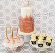 Rose Gold Cake and Desserts 29th Birthday Cakes, Birthday Cake Roses, 16th Birthday Decorations, White Birthday Cakes, Gold Birthday Party, Rose Gold Party Decorations, Sweet Sixteen Cakes, Gold Dessert, Rose Gold Theme