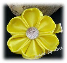 Haarspangen - Kleine Haarspange Blume *Kanzashi* - ein Designerstück von Made-by-Dori bei DaWanda