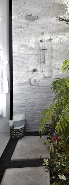 The tropical indoor/outdoor shower featuring DXV Percy Collection shower accessories creates refreshing expression of desert modernism in Pulp Design Studios' #DXVDesignPanel project.