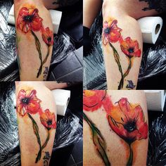 These vibrant red poppies are visible on legs, the placement is very unusual, but the pattern emphasizes the elegance of woman's legs. Many people reckon that poppies are only female … Watercolor Poppy Tattoo, Poppies Tattoo, Watercolor Poppies, Red Poppies, Leg Tattoos, Flower Tattoos, I Tattoo, That Poppy, Tattoo Magazines