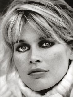 Claudia Schiffer by Peter Lindbergh for Harper's Bazaar 1995 | Make-up Dick Page | Hair Odile Gilbert.