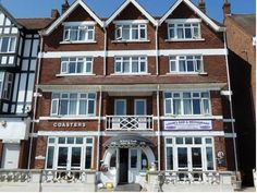 Coasters Hotel And Holiday Apartments Skegness On Skegness seafront, opposite the pier and the beach, Coasters offers rooms, apartments, free Wi-Fi and free parking.  Coasters Hotel and Holiday Apartments is a short walk from the shops, restaurants and entertainment of Skegness.