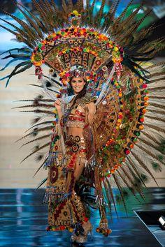 Karina Gonzalez, representante de México en Miss Universo 2012 y una de las 10 finalistas, aquí con su traje típico. ¿Qué te pareció?