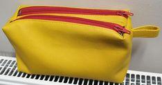Trousse Zip-Zip en simili jaune cousue par Frédérique - Patron Sacôtin