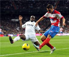 Real Madrid's French midfielder Lassana Diarra (L) vies for the ball with Granada's Brazilian defender Guilherme Siqueira (R) during the Spanish league football match Real Madrid against Granada at the Santiago Bernabeu stadium in Madrid, on January 7, 2012