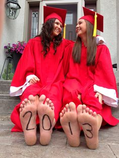 A great graduation picture with your best friend!
